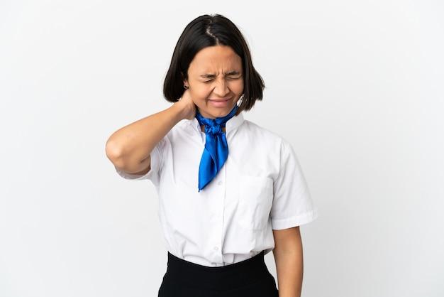 Hostess di aeroplano su sfondo isolato con mal di collo