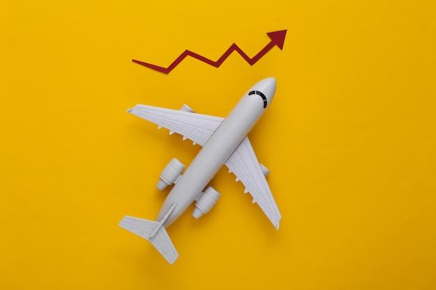 Aeroplano con freccia di crescita su un giallo