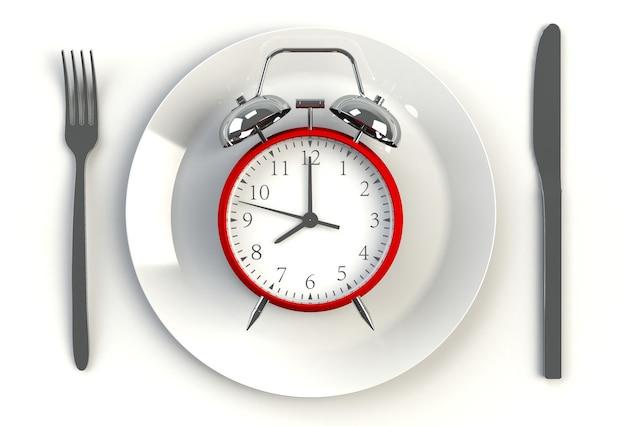 Sveglia sul piatto, coltello e forchetta sulla tavola bianca, rappresentazione 3d