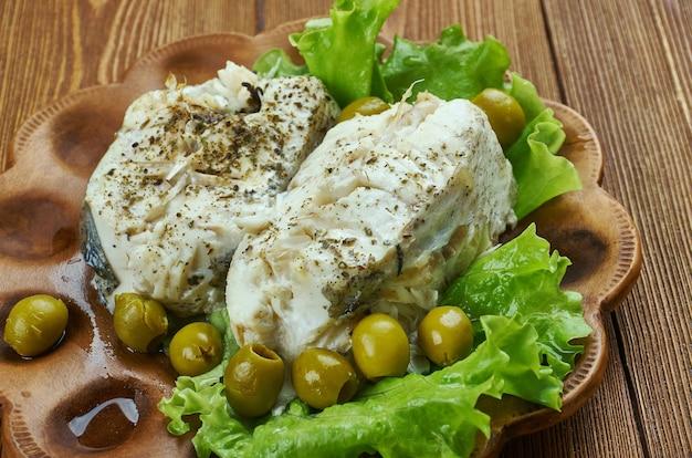 Merluzzo dell'alaska con finocchi, olive, spezzatino alla francese