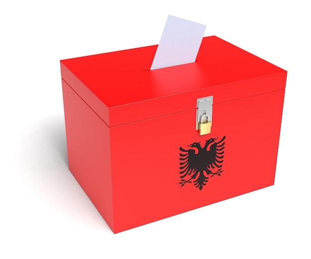 Urna elettorale dell'albania con bandiera dell'albania isolata su sfondo bianco