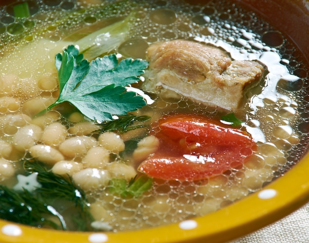 Zuppa jahni di fagioli albanesi - piatto albanese di zuppa di fagioli.