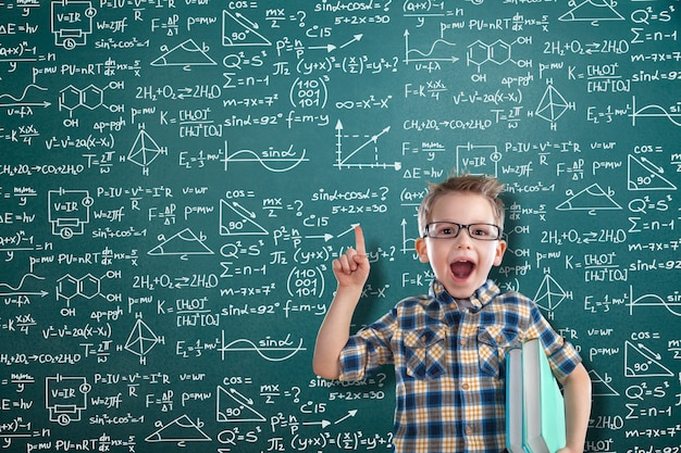 Albert einstein algebra sfondo lavagna lavagna calcoli aziendali