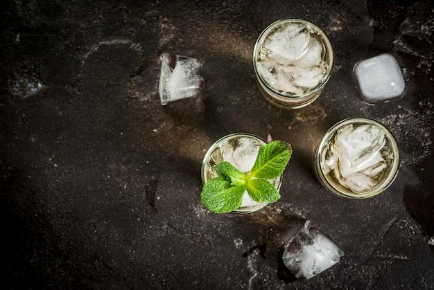Cocktail alcolico con tequila dorata