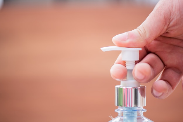 Il gel alcolico impedisce la diffusione del virus corona