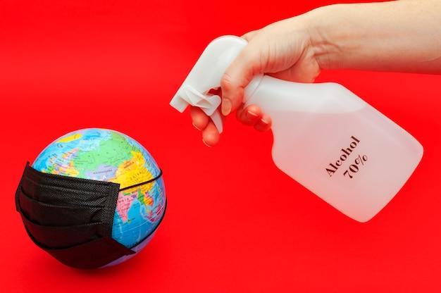 Alcool spray e globo con maschera nera