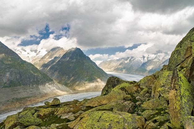 Ghiacciaio dell'aletsch nelle alpi, estate in montagna, svizzera