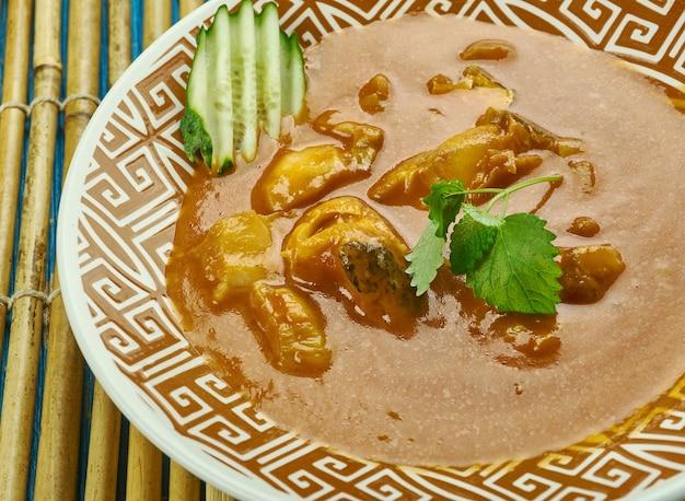Curry di pesce alleppey - curry di pesce piccante in stile kerala che è leggermente piccante a causa dell'uso di mango crudo o tamarindo.