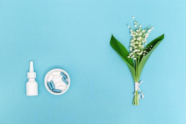 Concetto di allergia naso spray compresse e capsule contro le allergie ai pollini