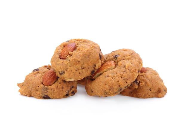 Biscotti alle mandorle isolati su sfondo bianco
