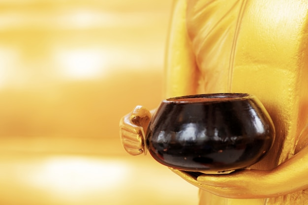 Elemosina a disposizione di buddha.