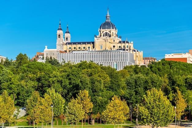 Cattedrale dell'almudena a madrid spagna