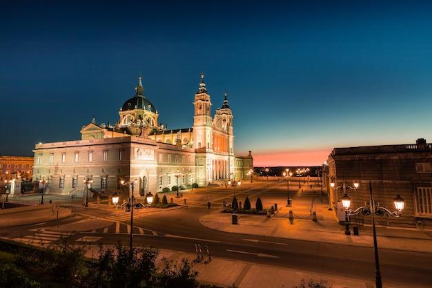 Cattedrale dell'almudena a madrid