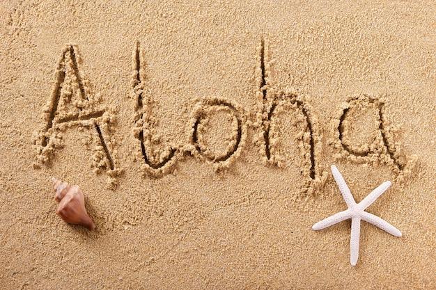 Messaggio scritto a mano di saluto della sabbia della spiaggia di aloha hawaii