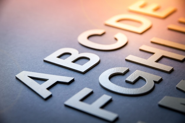 Alfabeto fatto con lettere solide