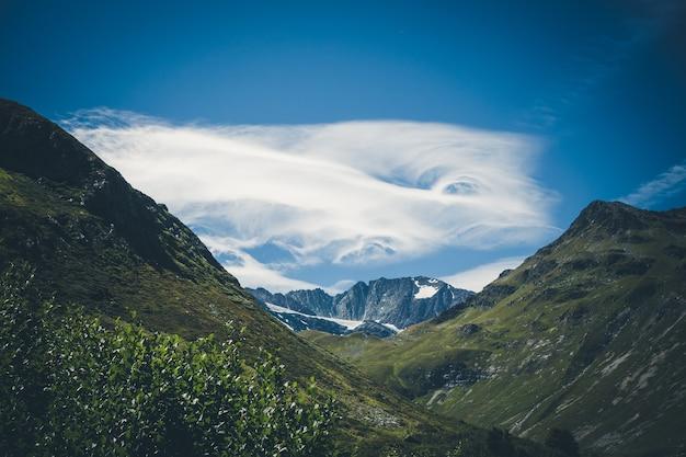 Ghiacciai alpini e paesaggio montano a pralognan la vanoise. alpi francesi.