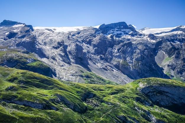 Ghiacciai alpini e paesaggio di montagne a pralognan la vanoise. alpi francesi.