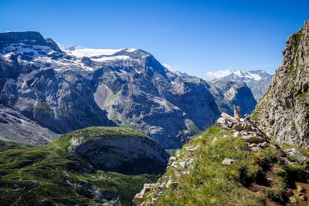 Ghiacciai alpini e paesaggio montano a pralognan la vanoise.