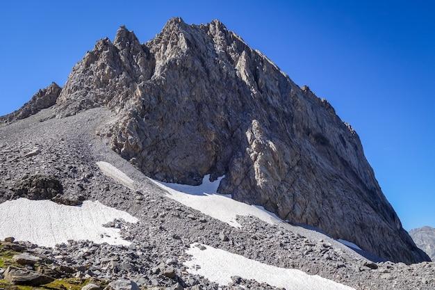 Ghiacciai alpini e neves snow landscape a pralognan la vanoise. alpi francesi.