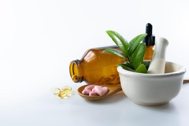 Medicina alternativa a base di erbe, vitamina e integratori naturali