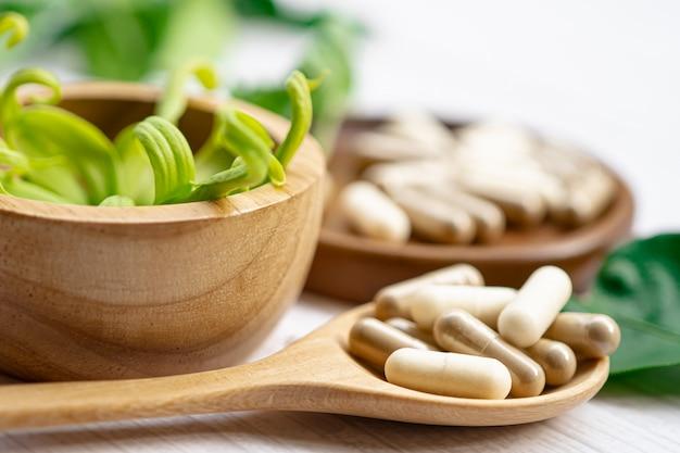 Capsula organica a base di erbe di medicina alternativa con olio di pesce omega 3 di vitamina e.