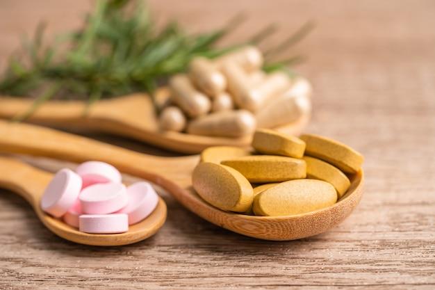 Capsula organica di medicina alternativa a base di erbe con vitamina e omega 3 olio di pesce