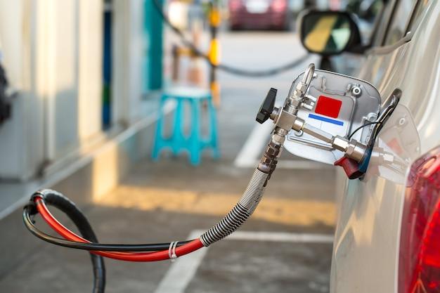 Rifornimento di carburante alternativo, cng, gpl, ngv nel tuo veicolo