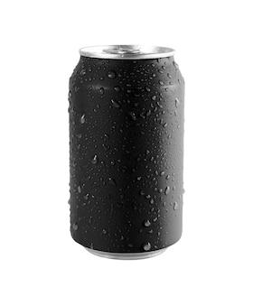 Lattina di alluminio nero su sfondo bianco, goccia d'acqua sulla lattina. il file contiene un tracciato di ritaglio così facile da lavorare.