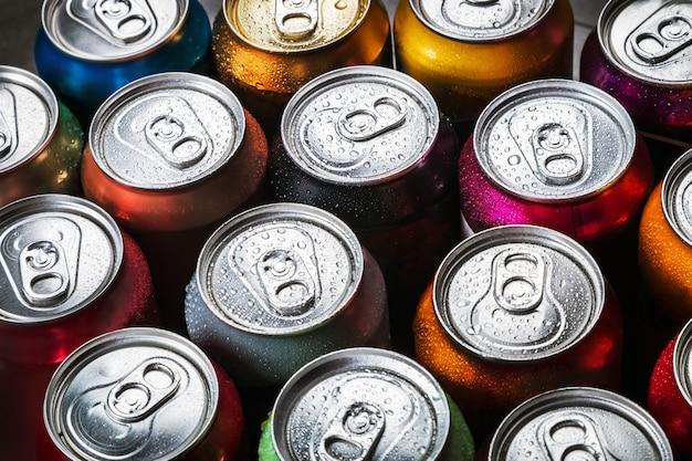 Lattine di alluminio di sfondo di soda