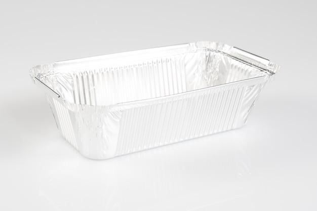 Un contenitore in alluminio per ricevere cibo e conservarlo