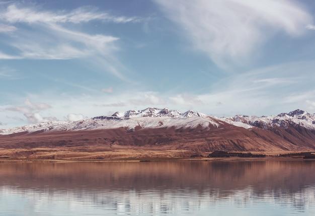 Incredibili paesaggi naturali in nuova zelanda. lago delle montagne.