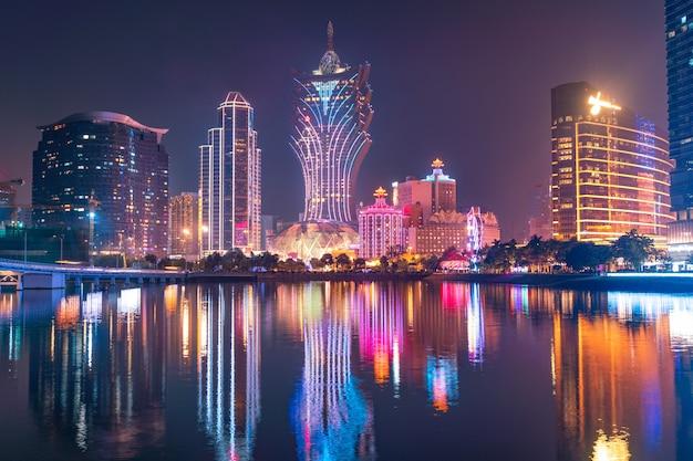 Incredibile vista panoramica sul paesaggio urbano del casinò di macao nel centro della città.