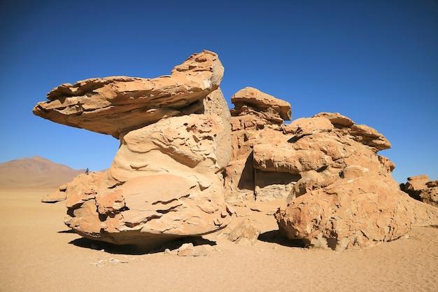 Incredibile formazione rocciosa presso la riserva nazionale di fauna andina eduardo avaroa, bolivia,
