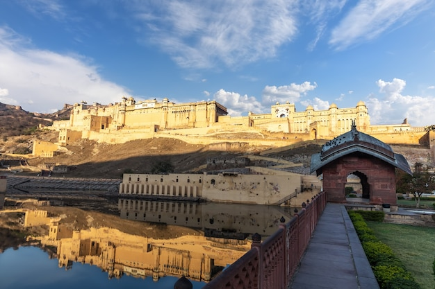 Amber fort a jaipur, famoso punto di riferimento dell'india.