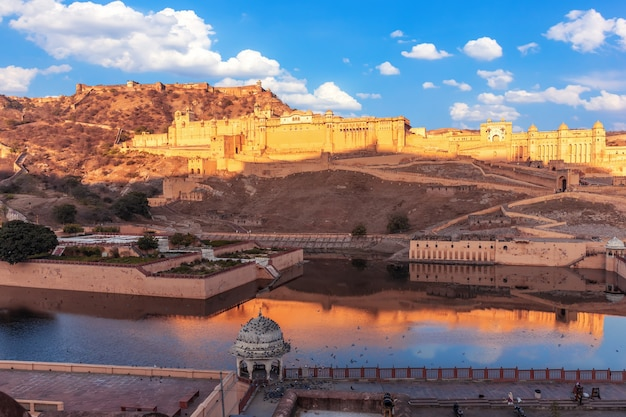 Amber fort a jaipur, india, vista dal muro di amer.