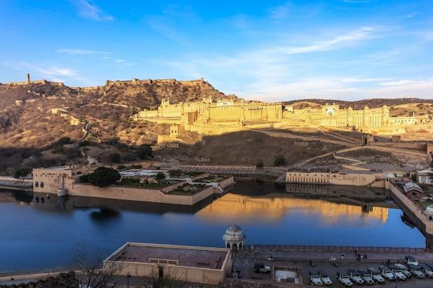 Amber fort e la vista sul lago, jaipur, rajasthan, india.