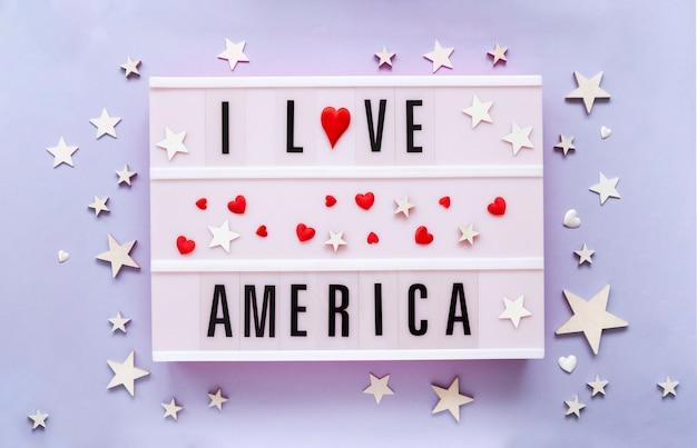 Logo di amore america. adoro l'america scritta in scatola luminosa buon giorno dell'indipendenza degli stati uniti