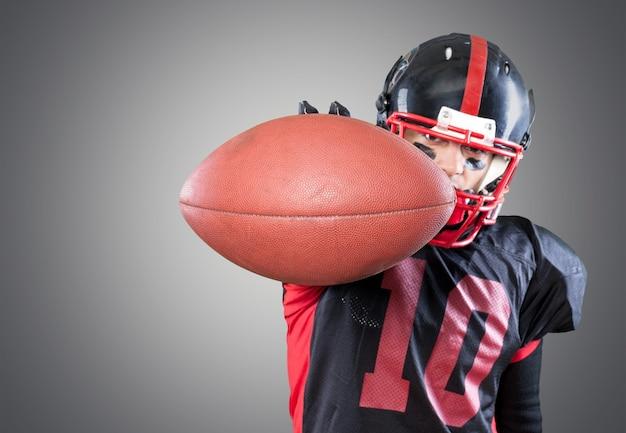 Giocatore di football americano isolato