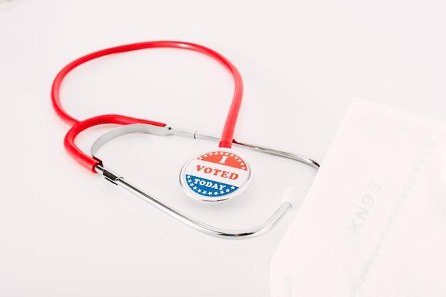 Le elezioni presidenziali americane devono essere tenute con maschere sanitarie per evitare il contagio.