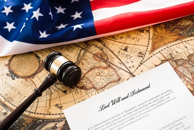 I contribuenti americani devono pagare le tasse quando firmano il loro testamento e le ultime volontà prima di morire.