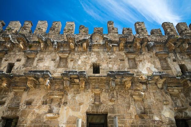 Anfiteatro dell'antica città di aspendos nei pressi di antalya, in turchia.