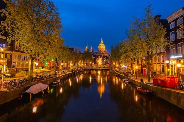 Punto di riferimento e storico della città del canale di amsterdam con timelapse