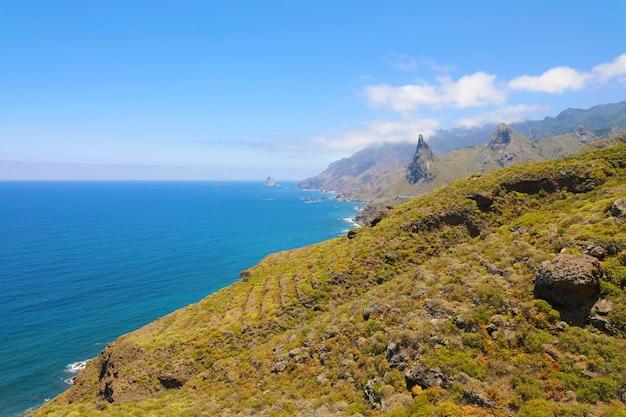 Parco rurale di anaga bellissimo paesaggio selvaggio nell'isola di tenerife, isole canarie, spagna