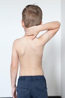 Anatomia della curva della colonna vertebrale nella scoliosi