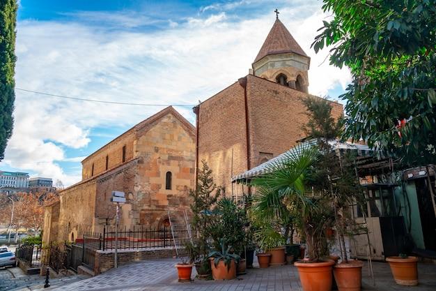 La chiesa ortodossa della basilica di anchiskhati nella città di tbilisi in georgia.