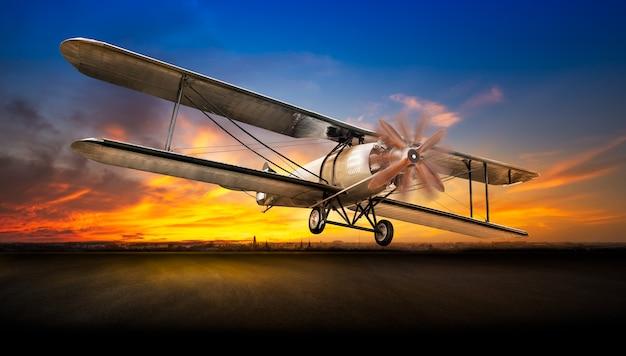 Antico aereo decolla dalla pista dell'aeroporto sullo sfondo del tramonto sunset