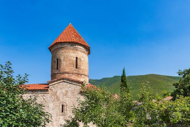 Antica chiesa albanese nel villaggio di kish, la città di sheki