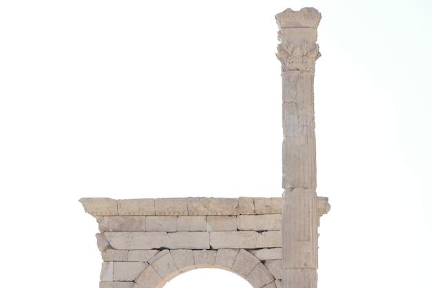 Un antico arco su sfondo bianco vecchia architettura storica