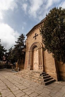 Un'antica chiesa armena a derbent. daghestan, russia