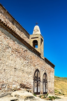 Antica basilica a uplistsikhe città rupestri. patrimonio mondiale dell'unesco in georgia